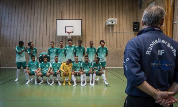 Nya dräkter till Römosseskolans fotbollslag!